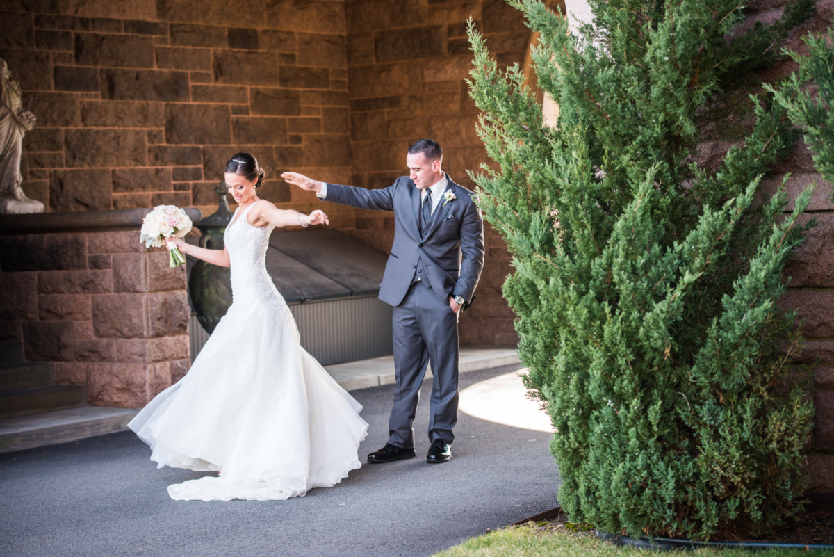 Wedding at OceanCliff | First Look in the Archway