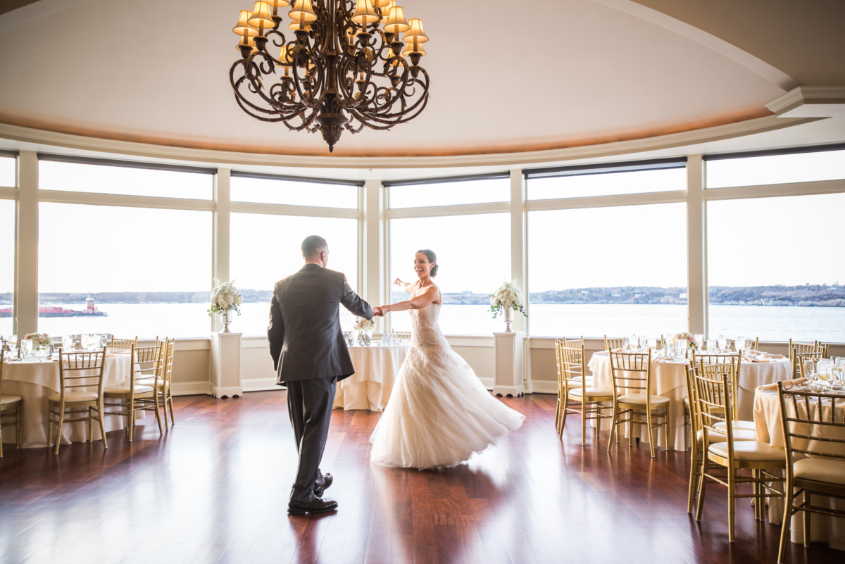 Wedding at OceanCliff | Bride and groom dance